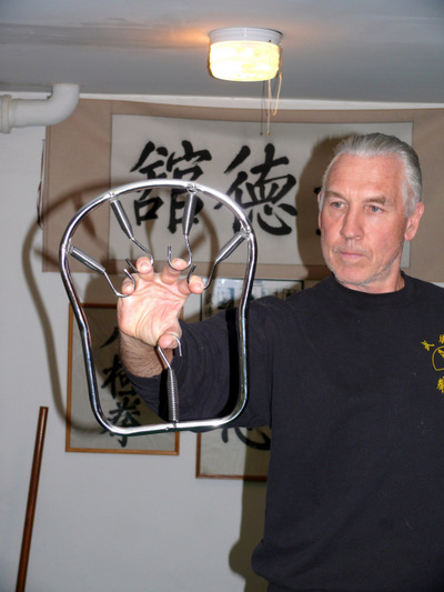 Peter yates demonstrating the Iron Circle for grip building